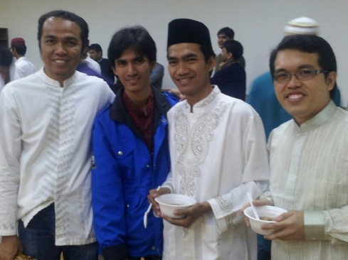 Bersama dengan teman-teman dari Indonesia